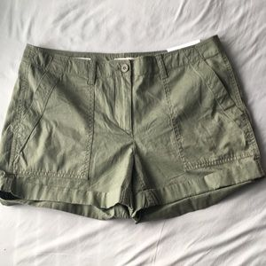 READ DESCRIPTION LOFT cargo shorts (NWT)